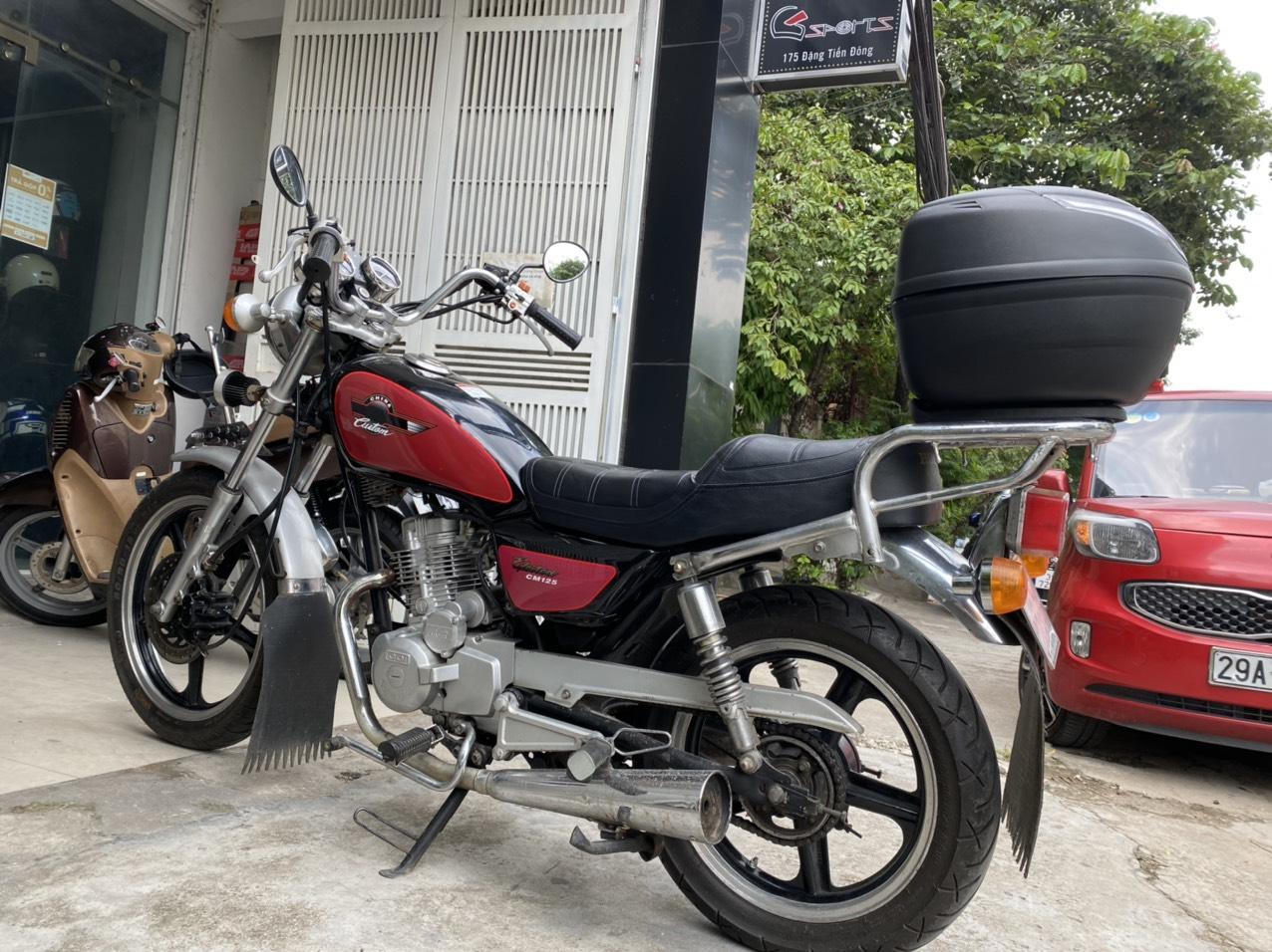 Thùng Givi nhỏ xinh giá chỉ hơn 1 triệu lên cho xe Honda Custom 125